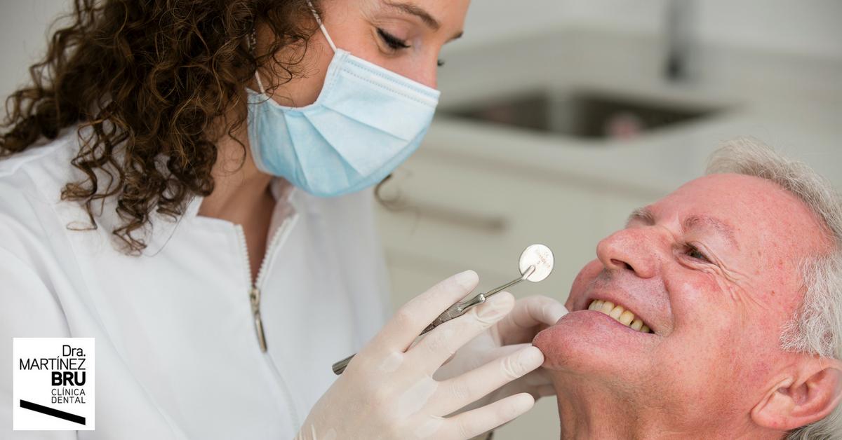 Revisión dental en la clínica