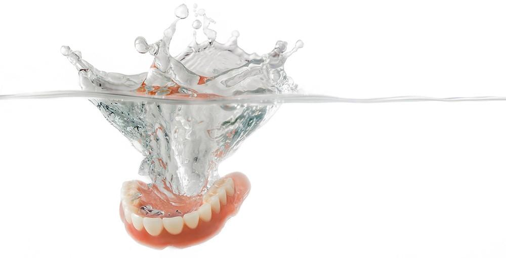 Como limpiar tu dentadura o protesis